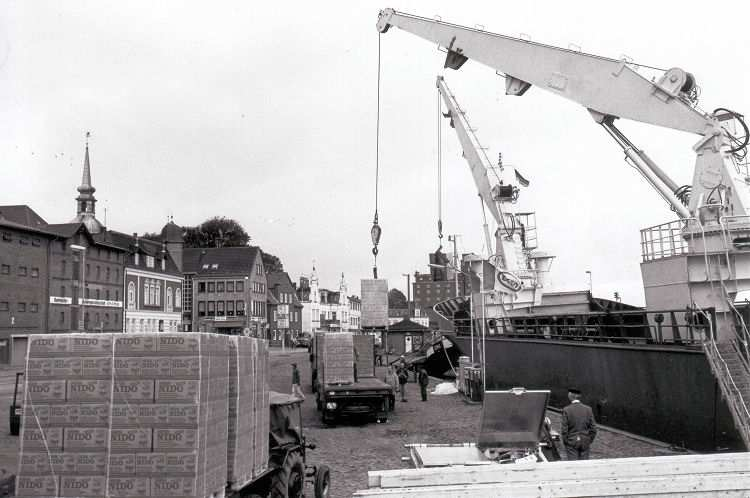 Nestlé - NIDO-Verladung im Kappelner Hafen -  Foto von Eckhardt Schmidt aus dem Stadtarchiv Kappeln